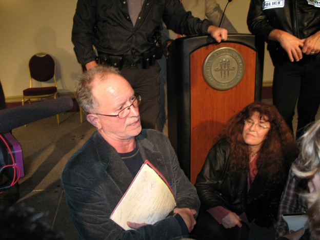 Bill Ayers speaks to audience members following a forum on education reform at Florida State University (January 12th, 2009) Photo/Supercomputer12 via Wikicommons