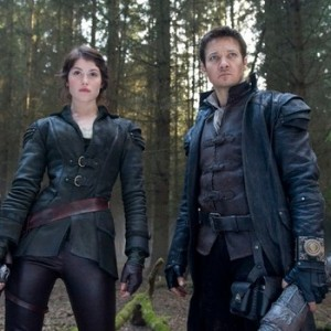 """Gemma Arterton and Jeremy Renner in """"Hansel and Gretel Witch Hunters"""" photo/Paramount Pictures"""