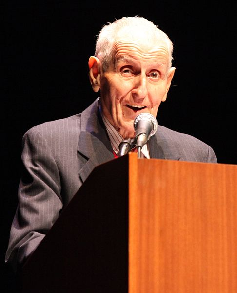 Jack Kevorkian started to popularize the assisted suicide movement photo Gevorg Gevorgyan