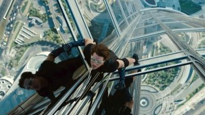 Tom Cruise in mission_impossible_ghost_protocol-Dubai tower photo