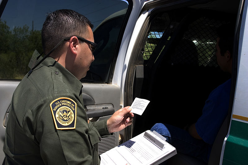 CBP_Border_Patrol_agent_reads_the_Miranda_rights_