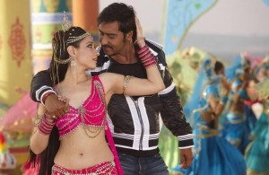Himmatwala with Ajay Devgn and Tamannah Image Courtesy: Taran Adarsh via Twitter