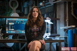 rebecca-hall-iron-man-3 injured head photo