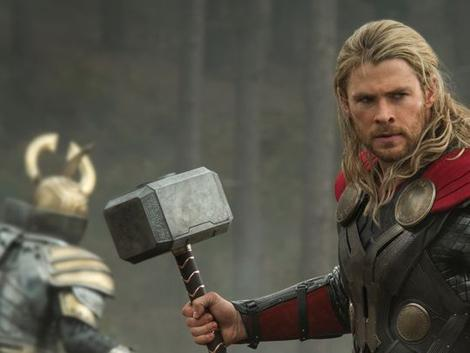 thor-the-dark-world-hemsworth as Thor photo