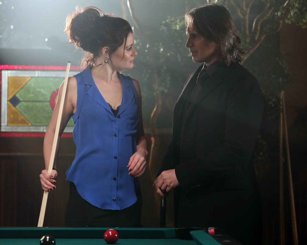 Robert-Carlyle-and-Emilie-De-Ravin-once-upon-a-time