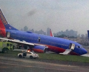 New York plane lands without front landing gear