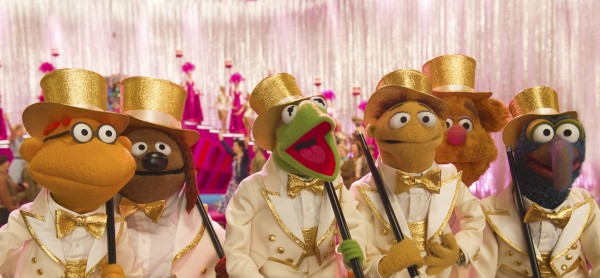 muppets-most-wanted-kermit-cast dancing photo