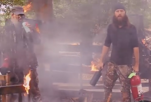 Duck-Dynasty-Jase-and-Si-Robertson-fire-Thanksgiving-safety-video.png