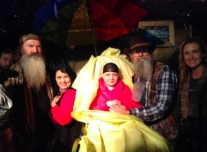 Duck Dynasty' stars pray with Skye Loustalot, a teen with cancer