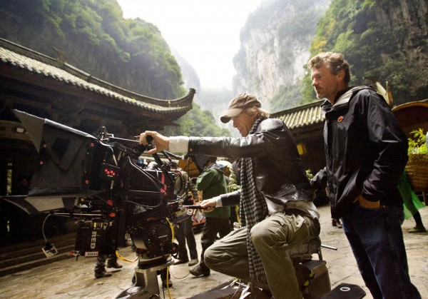 transformers-4-age-of-extinction-michael-bay-set-photo