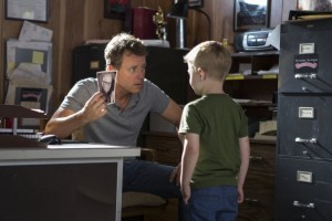 Greg Kinnear Connor Corum Heaven is for real photo