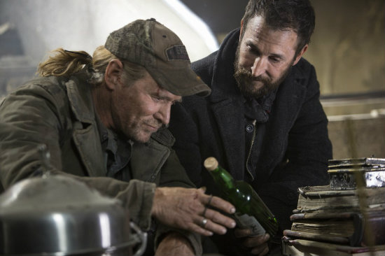 "Will Patton and Noah Wylie are set to be back for a fifth season of ""Falling Skies"""