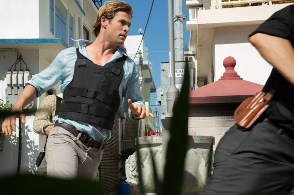 chris-hemsworth-blackhat-movie-photo on the run