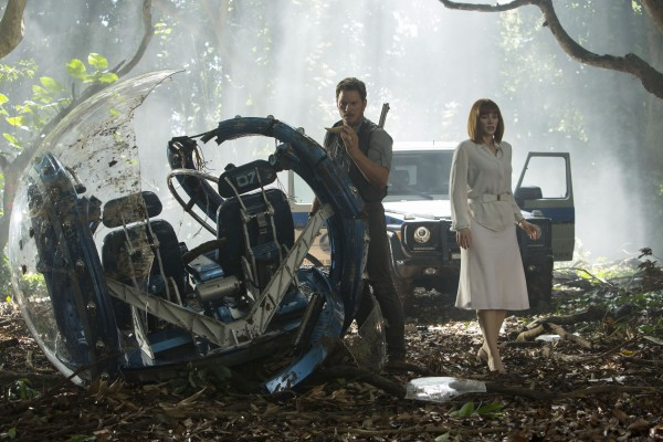 jurassic-world-chris-pratt-bryce-dallas-howard-600x400