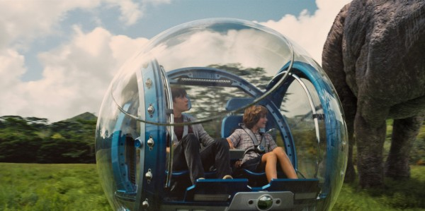 jurassic-world-nick-robinson-ty-simpkins-in gyroball