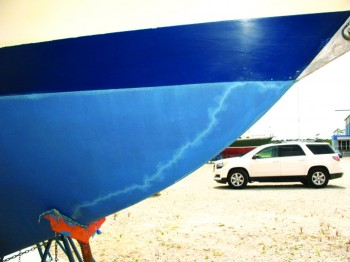 "The jagged line in this sailboat's hull paint is a ""lightning track"" that shows how the electrical charge passed from the bobstay to the jackstand to reach the ground. Image/BoatUS"