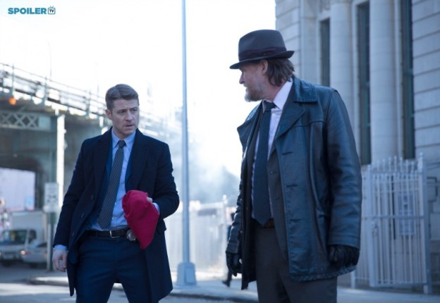 Ben McKenzie Donal Logue Gotham red hood gang