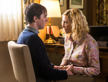 Freddie Highmore Vera Farmiga bates motel season 3 norman wet