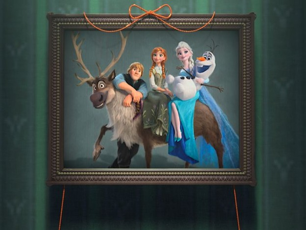 Group family photo Frozen Fever