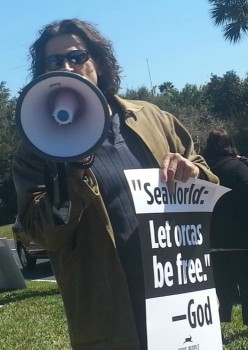 Protester at SeaWorld Orlando  2015 photo/ Brandon Jones, The Global Dispatch