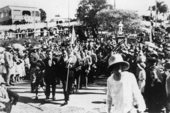 Anzac Day at Manly, Brisbane, Australia, 1922. photo/ John Oxley Library, State Library of Queensland