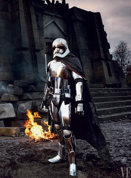 star-wars-the-force-awakens-gwendoline-christie-captain-phasma-442x600