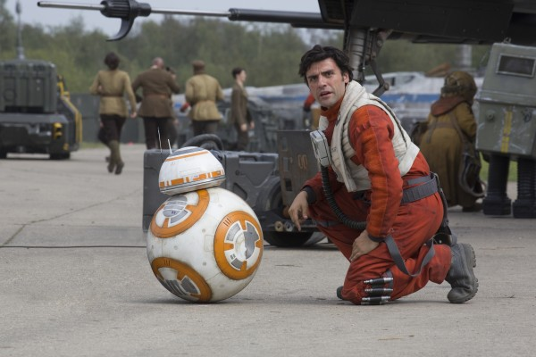 star-wars-the-force-awakens-oscar-isaac-bb-8 photo