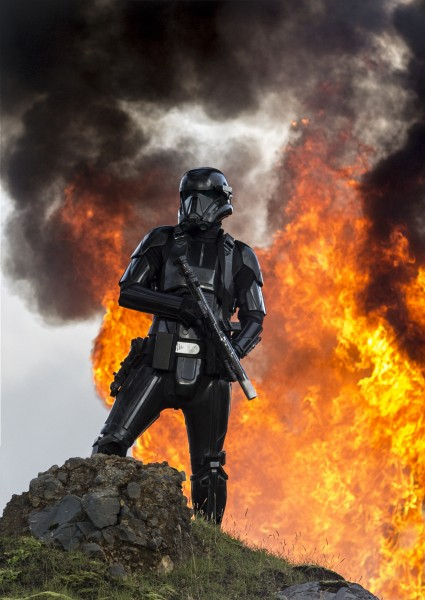 rogue-one-a-star-wars-story-death-trooper-425x600