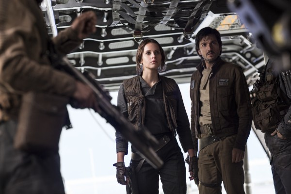 rogue-one-a-star-wars-story-felicity-jones-diego-luna-600x400