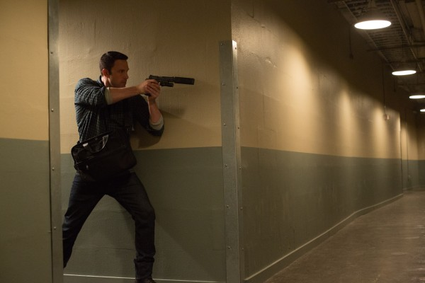 the-accountant-image-christian-wolff-ben-affleck-gun-pulled-and-aimed