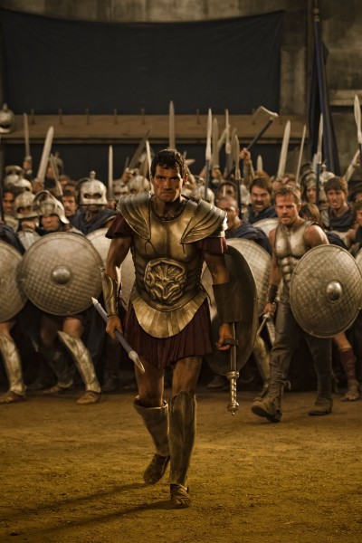 Henry-Cavill-Immortals charging into battle