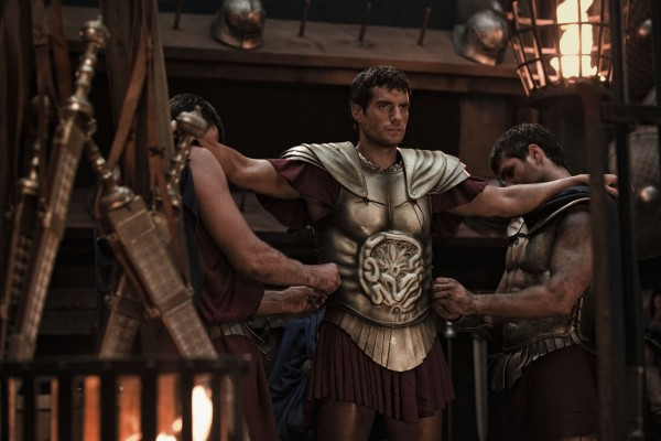 Henry-Cavill-in-Immortals putting on battle armor