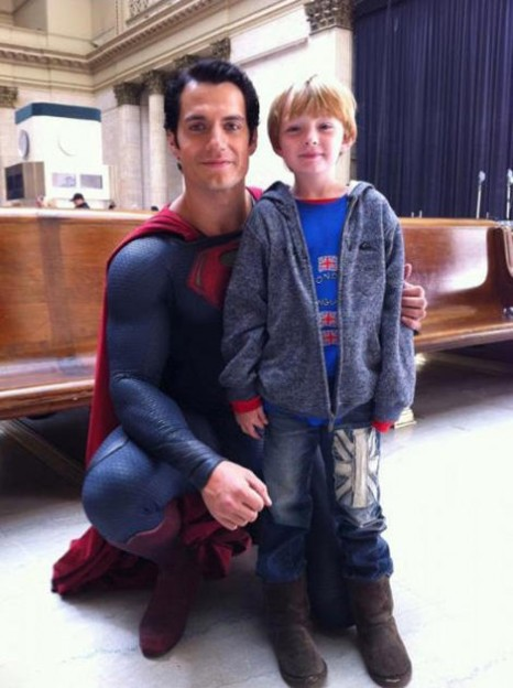 Henry-Cavill-as-Superman-posing-wth-boy