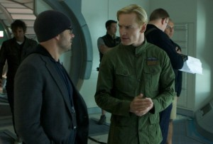 "Damon Lindelof on the set of ""Prometheus"" with Michael Fassbender Photo/20th Century FOX"