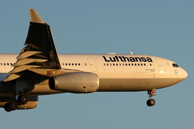 Lufthansa Airbus A330-300 at Frankfurt Airport 2010 Photo/Lasse Fuss via wikimedia commons