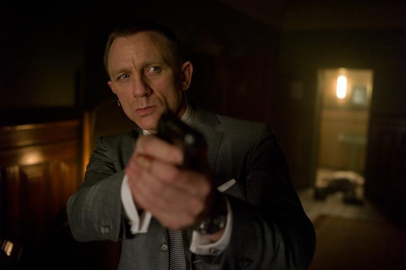 Skyfall Daniel Craig takes aim gun