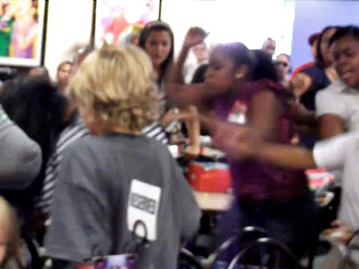 Fights at Chuck E Cheese are becoming more and more common. Screenshot from tmomma914 on YouTube