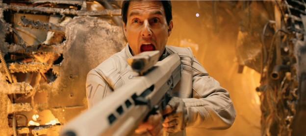 oblivion-tom-cruise with white gun photo