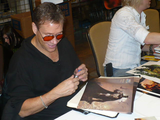 Arthur Suydam signing at the Tampa Comic Con  photo Brandon Jones