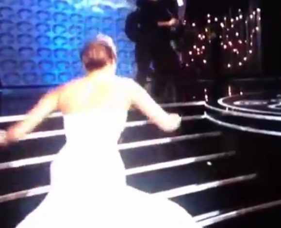 Jennifer Lawrence Oscar falling video