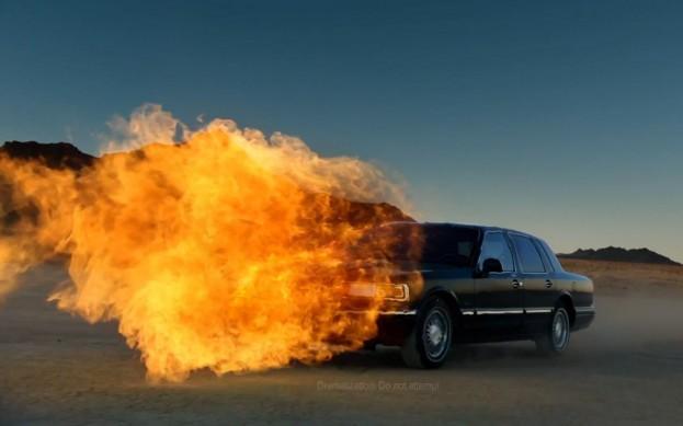 Lincoln-Town-Car-SB47-flamethrower