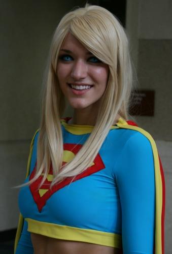 Supergirl cosplay MegaCon 2013
