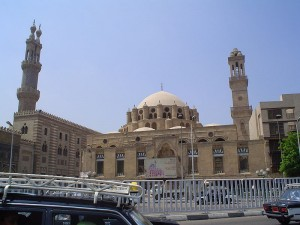 Al-Azhar Mosque and Al Azhar University, Cairo. Public domain photo/Tentoila via Wikimedia commons