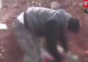 Khaled al-Hamad cut out and ate the body parts of an Assad soldier  video screenshot