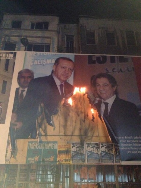 Occupy Taksim protesters burn banner