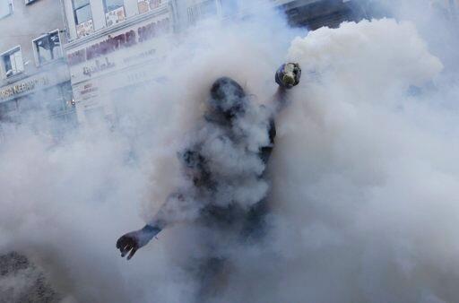Turkey protests tear gas