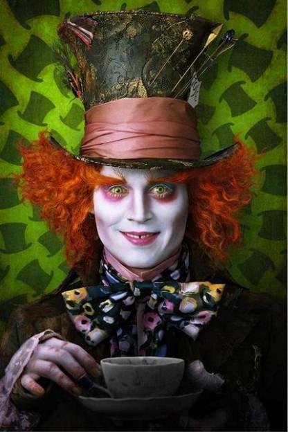 tim-burton-alice-in-wonderland-movie-photos-Johnny Depp as Mad Hatter
