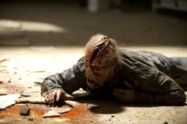 walking-dead-season-4-episode-1-walker on ground