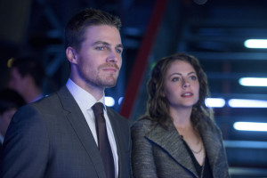 arrow-blast-radius-still-oliver-and-thea-queen Stephen Amell