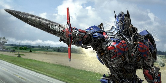 Transformers-age of extinction-Optimus-Prime-sword-photo